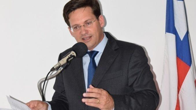 João Roma em discurso na cidade de Cabaceiras do Paraguaçu, Bahia.
