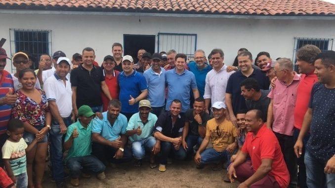 A reunião contou com a participação do deputado federal Leur Lomanto Jr. (DEM/BA), o deputado estadual Alex da Piatã (PSD/BA), o ex-deputado estadual Carlos Geilson e lideranças locais.