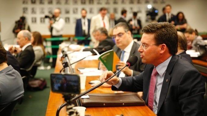 João Roma falando na CCJ