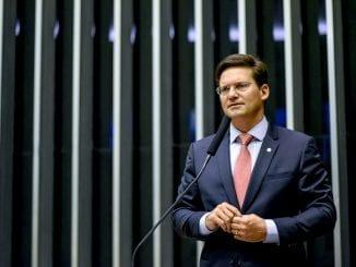 João Roma no plenário da câmara dos deputados