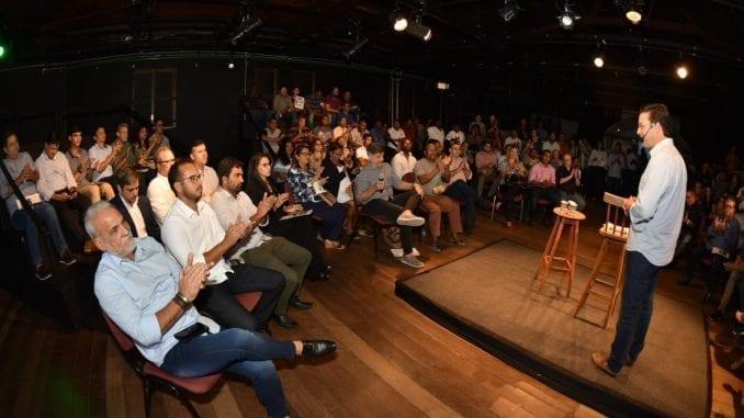 Inovação e proximidade: Papo Com Roma lota teatro Gregório de Matos, em Salvador